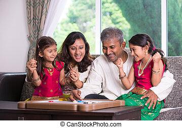 家族, carrom, ゲームを すること, indian, 親, home., 子供