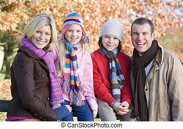 家族, focus), 公園, 屋外で, (selective, 微笑