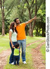 家族, indian, 若い, 弛緩, 屋外で