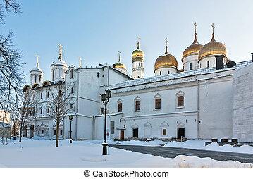 家父長制である, モスクワ, 住宅