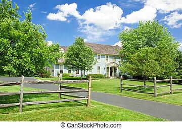 家, アメリカ, 一つのファミリー, 芝生, 家, フェンス, 植民地