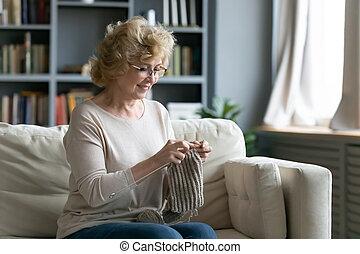家, シニア, 楽しみなさい, 祖母, 冷静, 週末, 編むこと