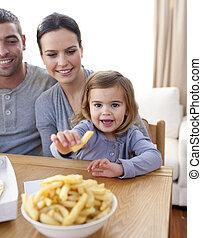 家, 女の子, フライド・ポテト, 食べること