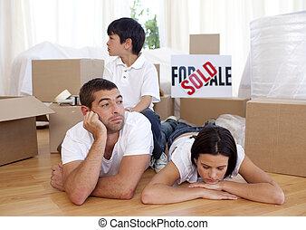 家, 床, 新しい, 弛緩, 家族, 購入, 後で, 疲れた
