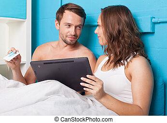 家, 恋人, 買い物, 若い, オンラインで
