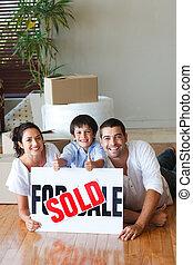 家, 箱, 床, 購入, 後で, 家族