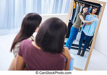 宽大的短外套, 妇女, 是, 当时, 画室, 选择, 微笑