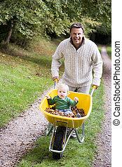 寄付, 乗車, 父, 若い, 息子, 一輪手押し車