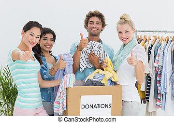 寄付, 人々, ジェスチャーで表現する, 衣服