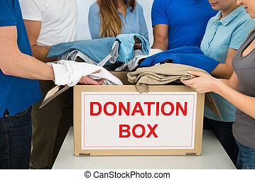 寄付, 人々, 衣服
