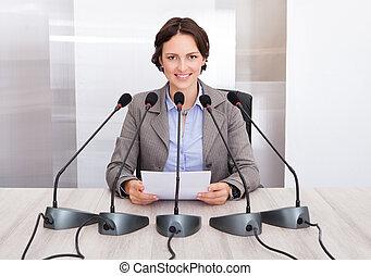 寄付, 女性実業家, スピーチ