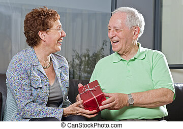 寄付, 年長の カップル, 贈り物