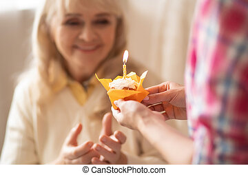 寄付, 年長の 女性, birthday, cupcake