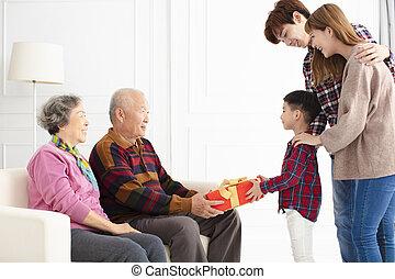 寄付, 祖父母, 親, 孫, 贈り物