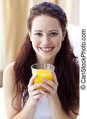 寝室, 微笑, オレンジジュース, 女, 飲むこと