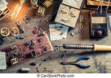 實驗室, 電子學, 工作書桌