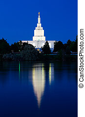 寺院, アイダホ, 落ちる