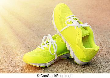対, スポーツの靴, 屋外で