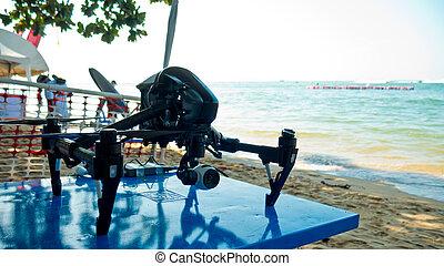 専門家, カメラ, 無人機, 上に, 浜。