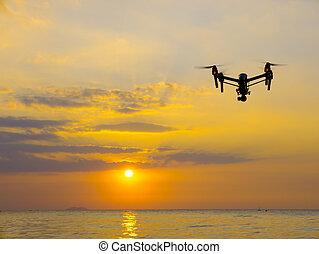 専門家, カメラ, 無人機, 飛行, 上に, sea.
