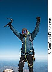 專業人員, 指南, 徒步旅行者, 在頂點上, the, 岩石, 由于, 他的, 舉起手來, 是, 高興, 由于, the, 其次, 胜利, ......的, the, 上升