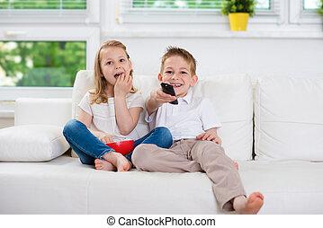 小さい兄弟, そして, 姉妹, 監視 tv, 上に, ソファー