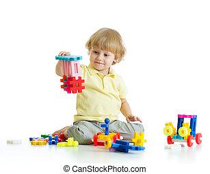 小さい子供, ∥で∥, コンストラクションセット, 上に, 白い背景