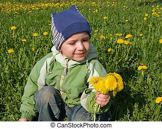 小さい子供, ∥で∥, 花, 上に, 草