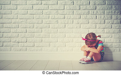 小さい子供, 女の子, 叫ぶこと, そして, 悲しい, について, れんがの壁