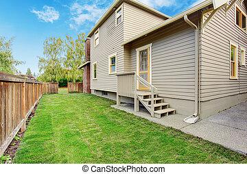小さい家, 裏庭, デッキ