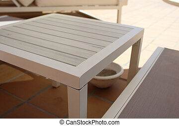 小さい, テーブル