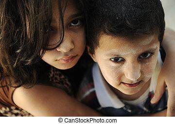 小さい 姉妹, 兄弟, ひどく, 窮乏, 汚い, 状態