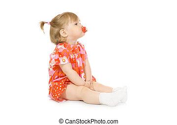 小さい, 微笑の赤ん坊, 中に, 赤いドレス, ∥で∥, おもちゃ, カップ