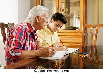 小さい 男の子, すること, 学校, 宿題, ∥で∥, 老人, 家で