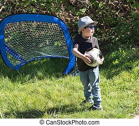 小さい 男の子, フットボールをする