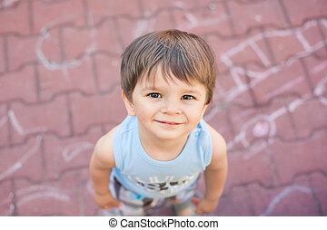 小さい, 男の子, 微笑, 調べること