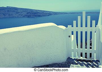 小さい, 白いフェンス, ゲート, 海の 眺め, 中に, oia, 上に, santorini 島, greece.