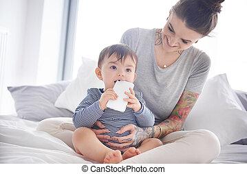 小さい, 赤ん坊, 保有物, smartphone, 中に, 手