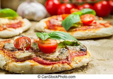 小型ピザ, 焼かれた, 新たに