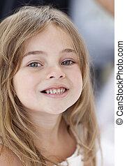 小女孩, 微笑, 在, the, 照像機