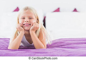 小女孩, 躺, 上, a, 雙人床