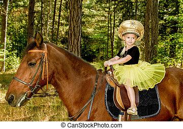 小女孩, 騎馬, a, 馬, 在, the, 森林