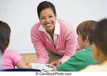 小学校 教師, クラスで