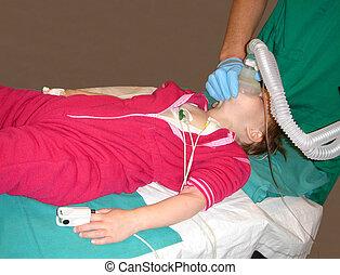 小孩子, 得到, sedated, 如, a, 準備, 為, an, operation., 真正, 生活,...