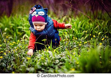小孩子, 挑選花, 上, 街道