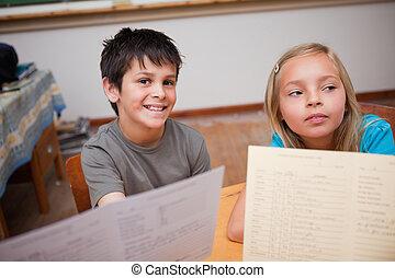 小學生, 收到, 他們, 學校, 報告