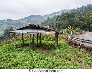 小屋, 古い, 木製である, カーブ, road., アスファルト