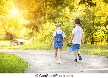 小男孩, 以及, 女孩, 上, a, 步行