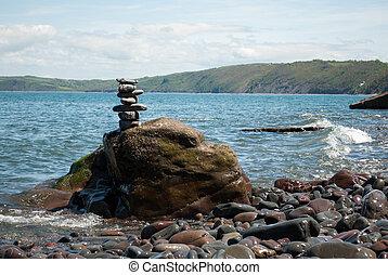 小石, タワー, ∥で∥, 海, 中に, 背景