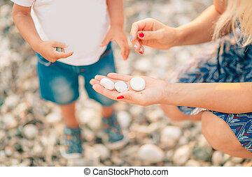 小石, プレーしなさい, 浜, お母さん, ゲーム,  chil, 子供, 海